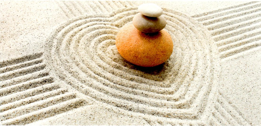 ZEN, cailloux et sable en forme de coeur